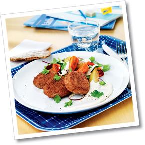 Hovmästarbiff med rostad klyftpotatis, morötter och dijonyoghurt