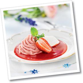 Jordgubbsmousse med fruktsås och vaniljcrème