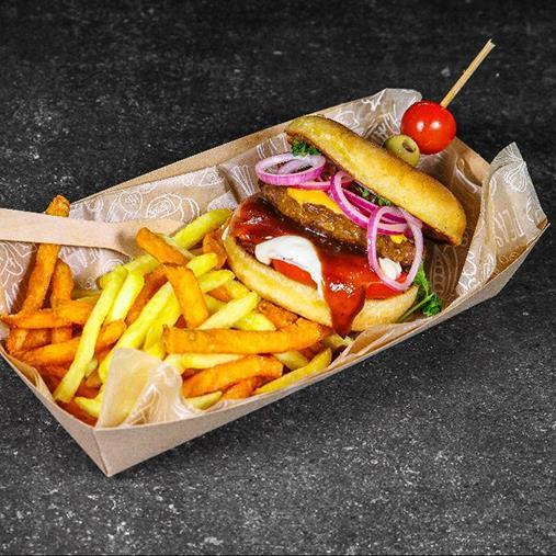 BBQ Cheese Quornburger med picklad rödlök, briochebröd spettad med oliv och tomat