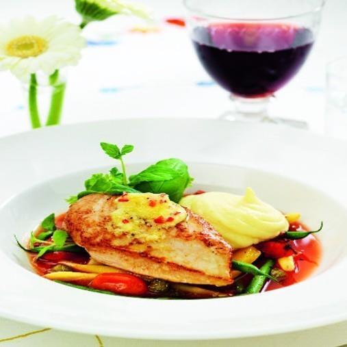 Kycklingbröst med grönsaker i tomat, chilipapparrotssmör samt jordärtskocksmos A-Kost