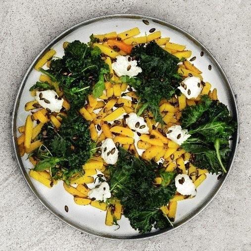 Bakade gulbetor med ädelostkräm
