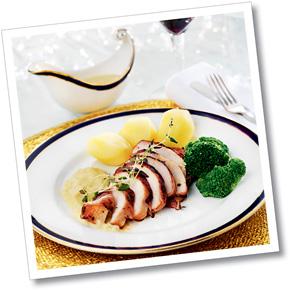 Baconlindad kycklingfilé med palsternack- och senapsås