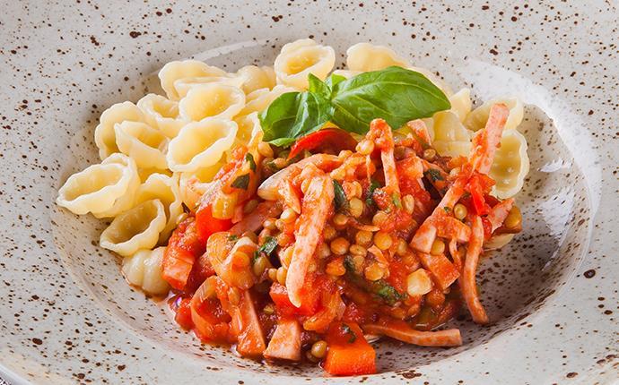 Bolognese på rökt kycklingkött med pasta