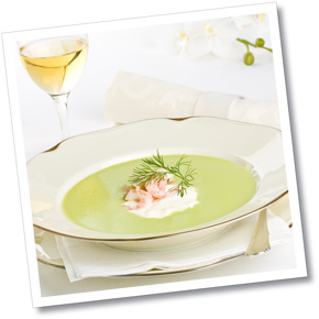 Grön sparrissoppa med créme fraiche & räkor A-kost