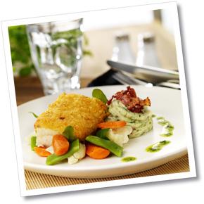 Fisk Benedictine med bacon- och rödlöksmos och grönsaker