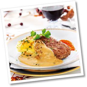 Husets pannbiff med grönpepparsås, krämig potatis- och palsternacksgratäng, varm morotspuré A-kost