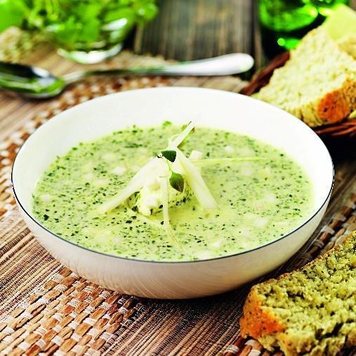 Broccoli- och sparrissoppa med spenatbröd & färskostklick